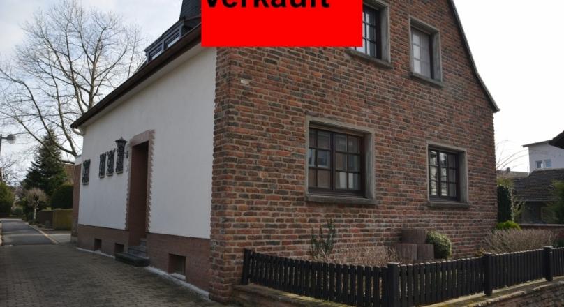 Freistehendes Einfamilienhaus + Garage in super zentraler Lage von Kreuzau